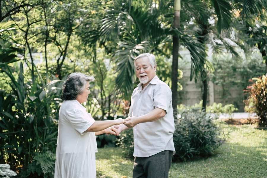 elderly couple dancing